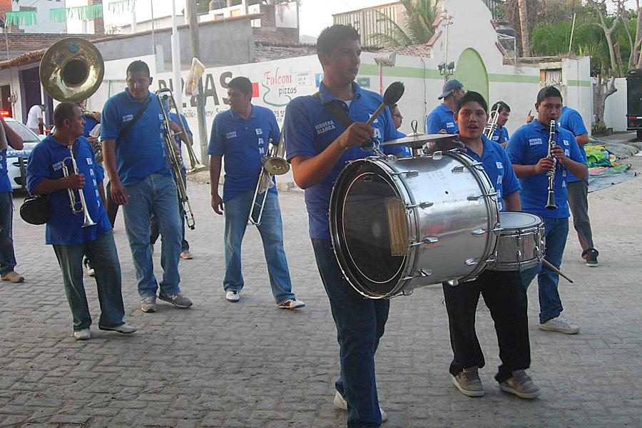 Band playing in La Cruz de Huanacaxtle parade