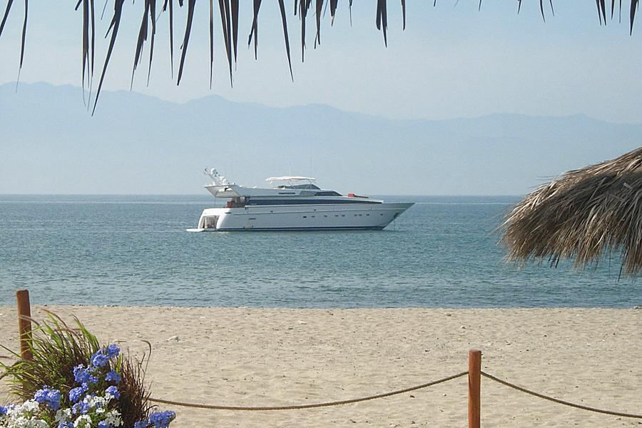 Yacht in La Cruz de Huanacaxtle